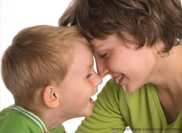 Женщина с ребенком ищет счастье