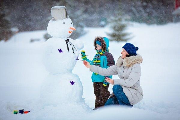Как слепить снеговика или снежную бабу из снега
