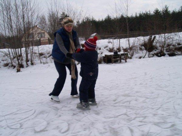 Как залить ледовый каток во дворе своими руками