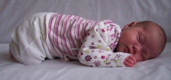 Развитие ребенка до года по месяцам и правильное развитие ребенка