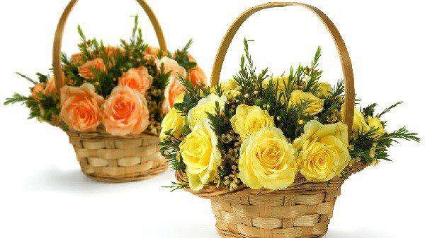 Корзина с цветами - простой подарок для хорошего настроения