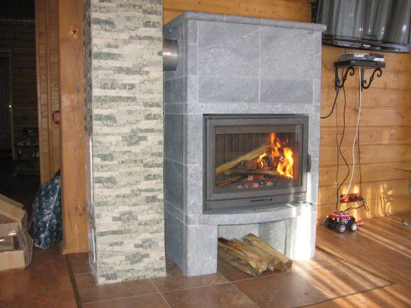 От чего зависят цены на камины для дачи и дома