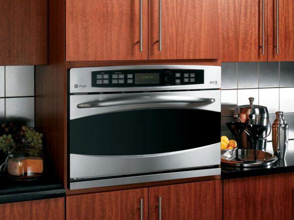 Как обустроить маленькую кухню дома и на даче?